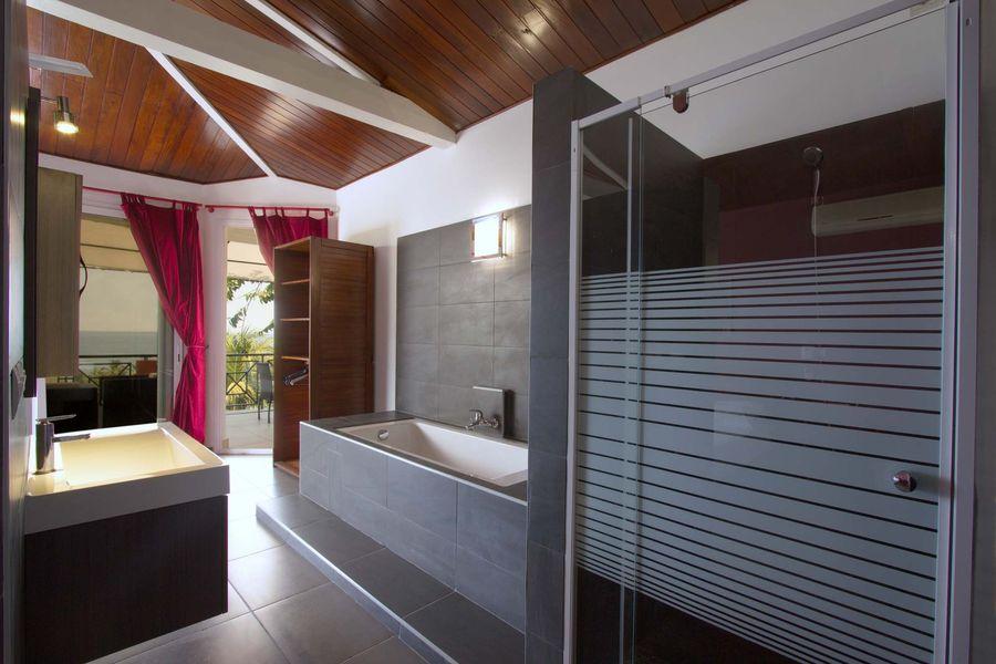 Villa orchid es etage de villa - Salle de bain villa savoye ...